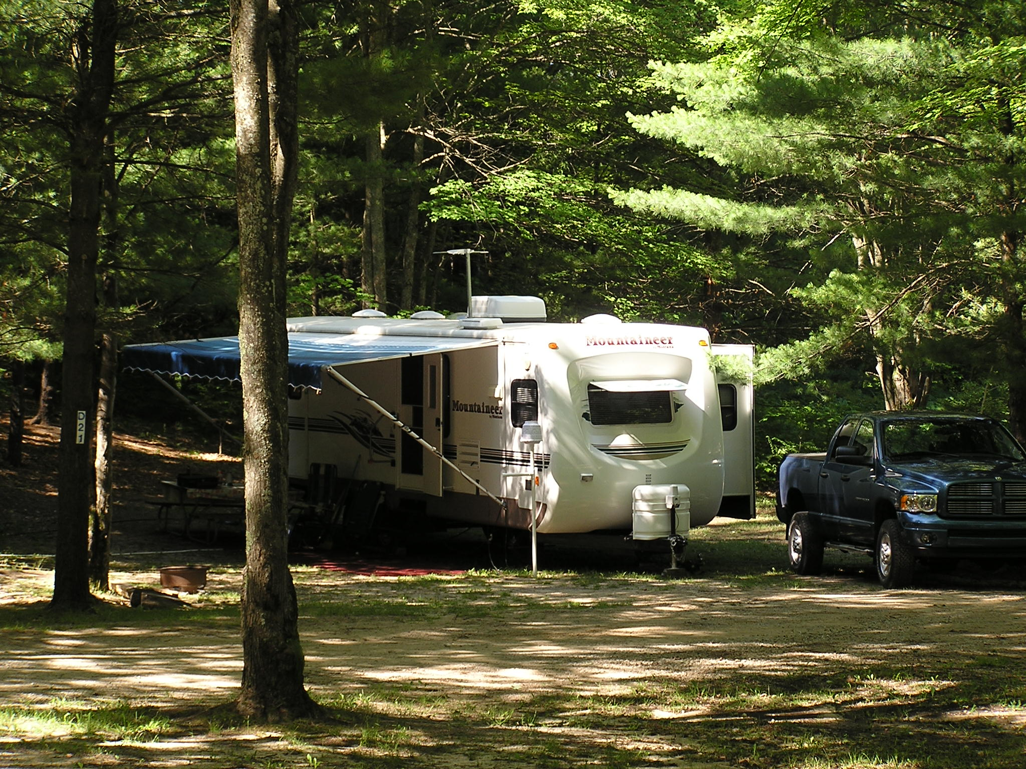 Michigan state campgrounds with full hook up